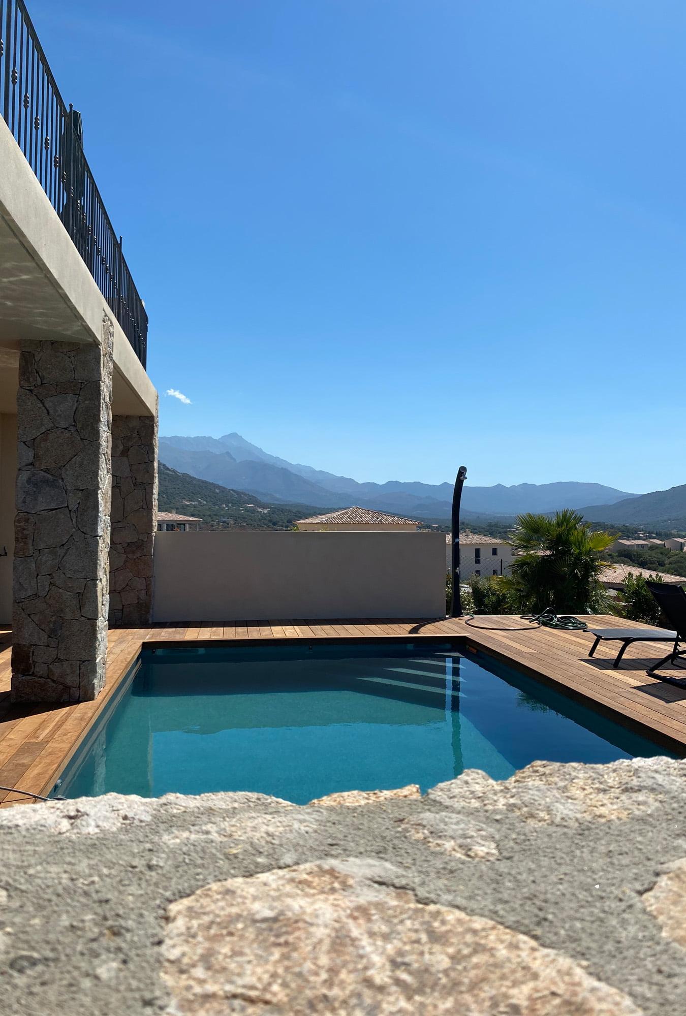 Vue piscine villa en corse ls studio architecte intérieur vannes